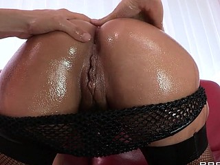 Liza Del Sierra teases her agreeable french buns which just goes to show the French have the almost any excellent anal treats on the globe. Erik stops in with some oil and gets her butt all wet previous to plunging his hard dick unfathomable inside. Liza finishes with the almost any good treat of all: an anal creampie!
