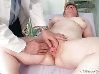 Unattractive mom gets a swab stick up her bushy pussy